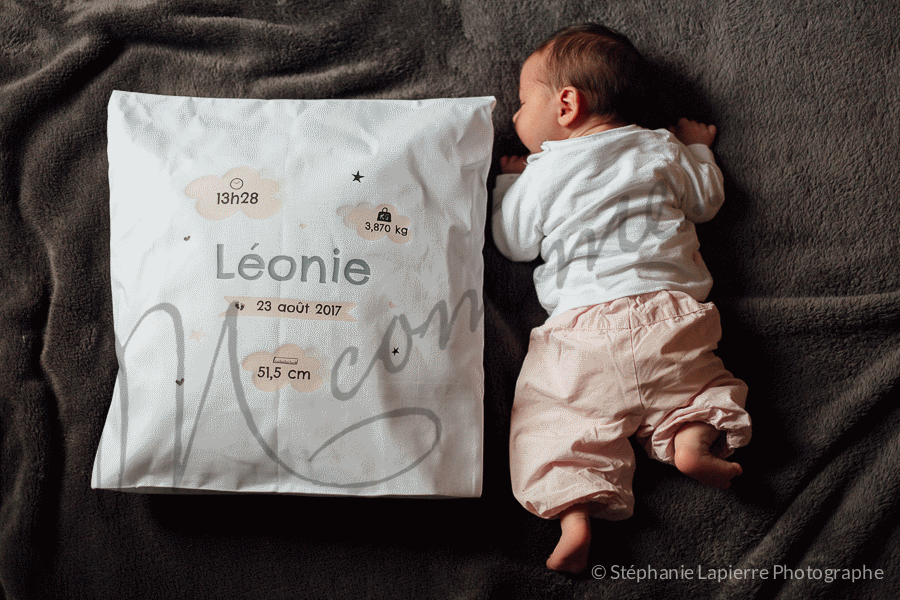 Un coussin personnalisé YourSurprise pour souhaiter la bienvenue à Léonie e23cec3cf4b