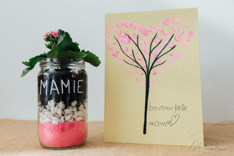 Pour la fête des grands-mères, des mamans ou juste pour le plaisir d'offrir... voici un tuto plante et carte à offrir « fait main » à faire avec les enfants. #grandmere #maman #fete #fetedesmeres #fetedesgrandsmeres #cadeau #personnalisé #tuto #diy #enfant #facile #plaisirdoffrir #terrarium #plante #carte