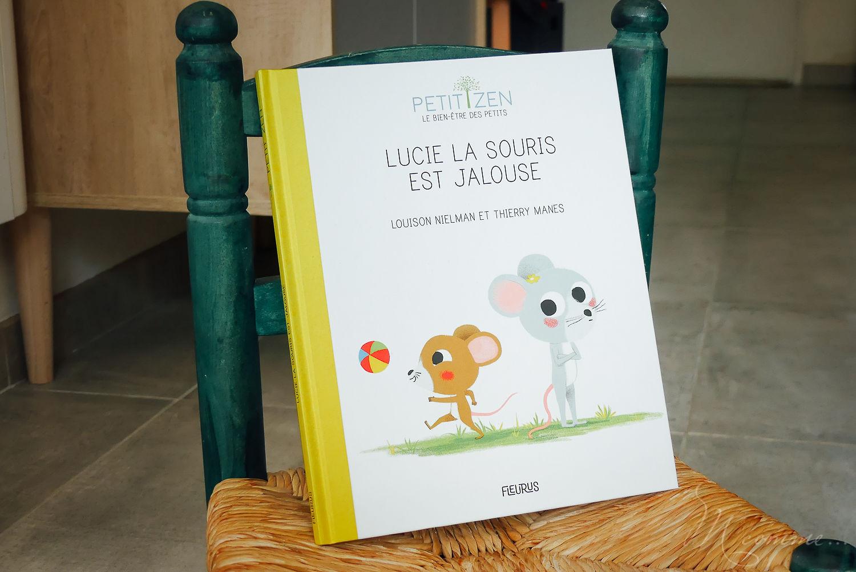 """Le livre """"Lucie la souris jalouse"""" est parfait pour partager un moment calme de lecture, tout en mettant des mots sur la jalousie que ressentent les enfants. Il sert également de support de sophrologie ludique, pour aider les enfants à canaliser leurs émotions ! #jalousie #jaloux #enfantjaloux #emotion #freresetsoeurs #fratrie #conflits #solutions #partage #aide #parents #role"""