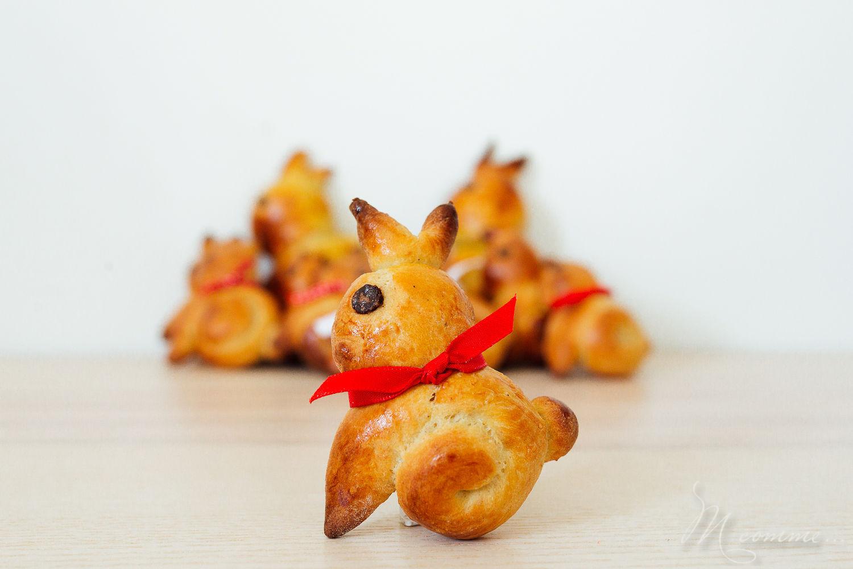 Une recette facile de brioche de Pâques sans beurre pour réaliser de mignons lapins de Pâques. Une jolie alternative aux chocolats de Pâques ! A déguster pour le goûter ou le petit déjeuner. #brioche #briochedepaques #briochesansbeurre #briochelapins #lapins #lapinsdepaques #recette #recettepaques #enfants #gouter #petitdejeuner #paques