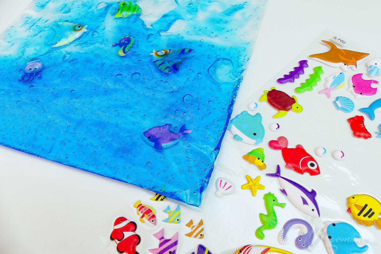 Inspirés de la pédagogie Montessori, les sacs sensoriels sont parfaits pour éveiller les sens des tout-petits : l'ouïe, la vue mais aussi le toucher. Apprenez à les réaliser vous-même grâce à ces 10 idées. #montessori #sacssensoriels #eveil #enfants #bébé #diy #tuto #activitéssensorielles #sens #eveildessens #pedagogiemontessori #bouteillessensorielles #activiteenfant
