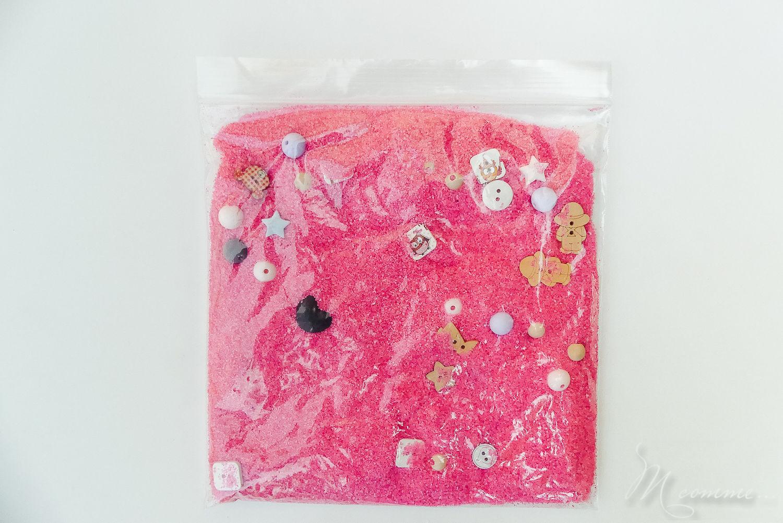 sac sensoriel sable, perles et boutons