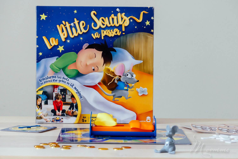 Ce jeu de hasard, « La p'tite souris va passer » chez Dujardin, est amusant, rapide à jouer et un brin magique. Qui sera le premier à récupérer les 4 pièces d'or en échange de ses dents ? #jeudesociete #jeudehasard #dujardin #jeuenfants #5ans #dents #pièces #enfants