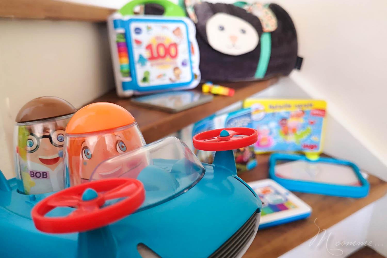 Occuper les enfants en voiture est primordial pour un voyage serein ! Je vous propose de découvrir 8 jeux extra pour de longs moments de tranquillité !