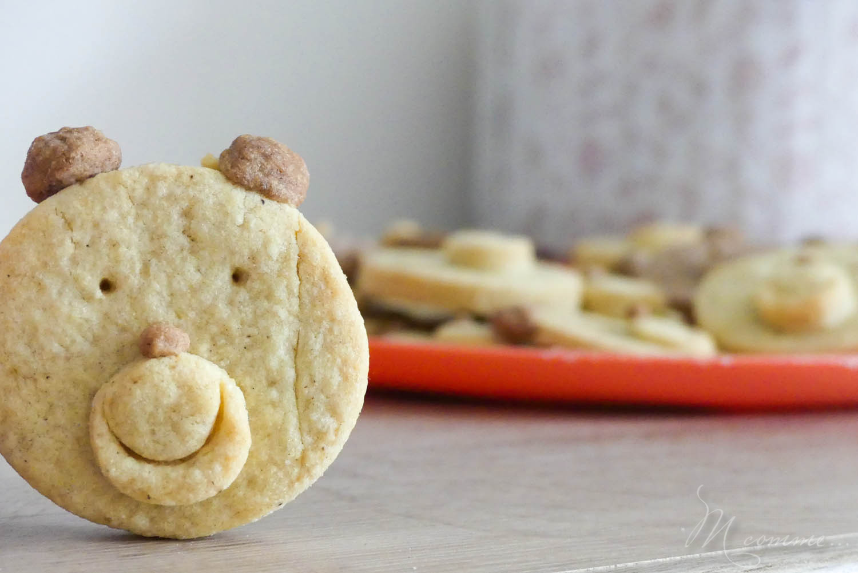 Une super recette à réaliser avec les enfants avec une simple pâte sablée : des biscuits en forme d'oursons ! Et pour ne rien enlever, ils sont délicieux… #sable #sableourson #sablesoursons #oursons #recette #biscuits #biscuitsoursons #recetteenfant #gouterenfant #petitssables #petitsbiscuits #petitsgateaux #faitmaison #homemade #gateaumaison #recettedebiscuits #fairedesbiscuits